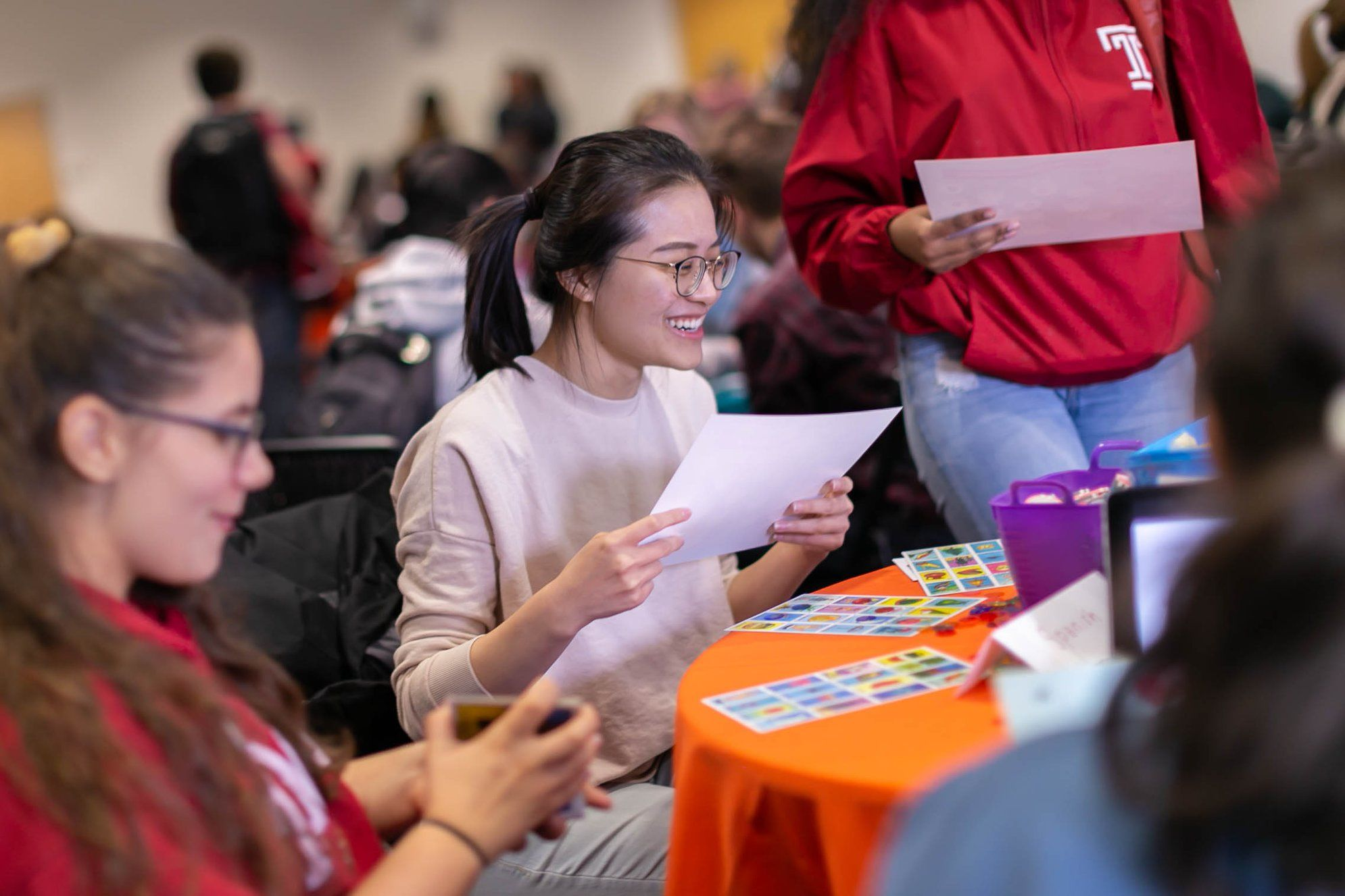 Student enjoying activities at Temple Lingo table